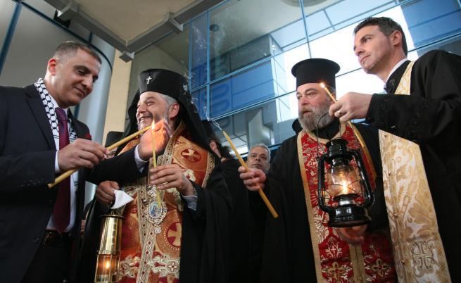 Благодатният огън пристигна в България (ВИДЕО)