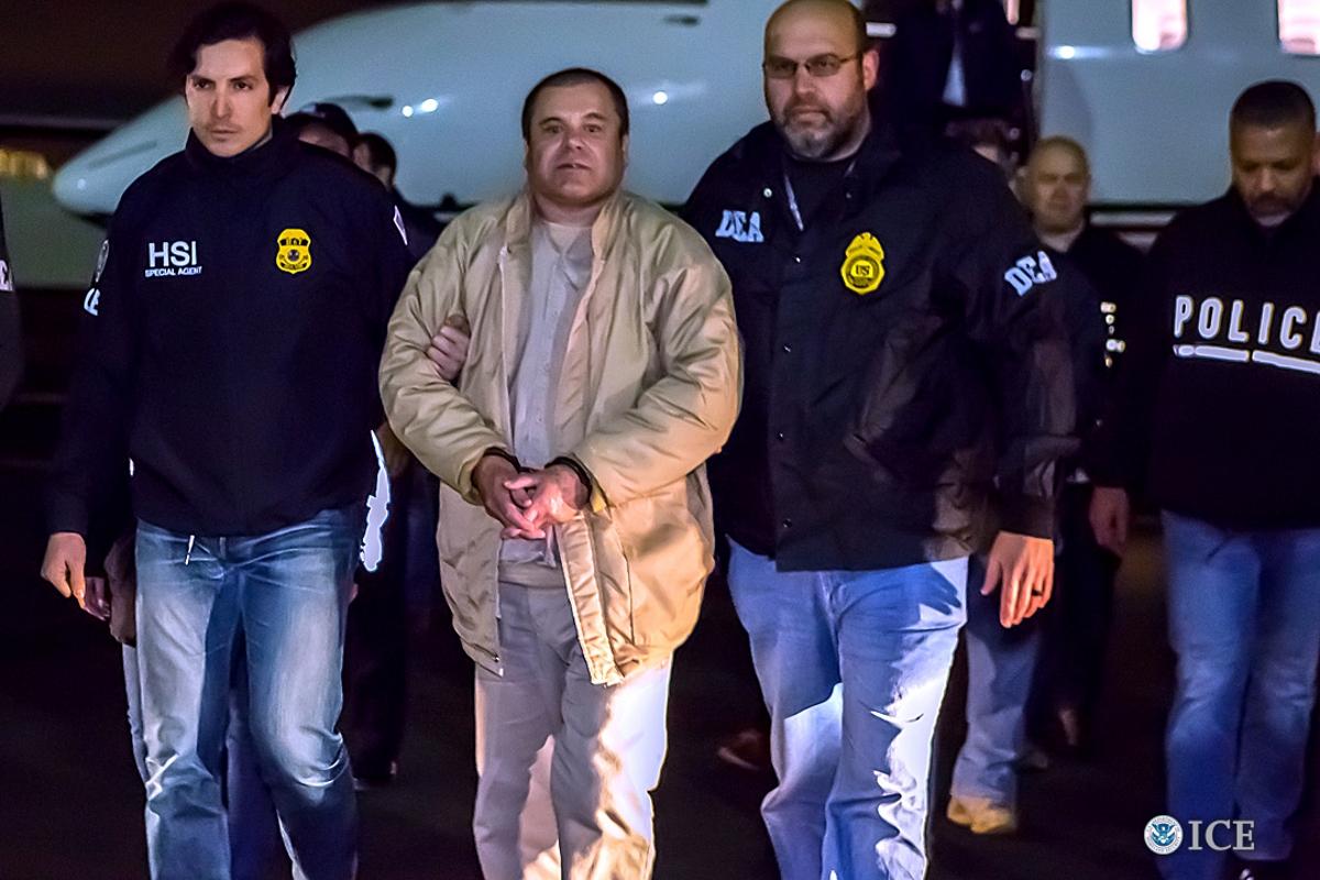 Хоакин Гусман Лоера (Ел Чапо) - един от най-опасните престъпници в Мексико, който е заловен след 13 години игра на котка и мишка с властите на САЩ и Мексико.