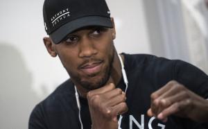 НБА легендата Реджи Милър обърка името на Джошуа, Ленъкс Люис се намеси