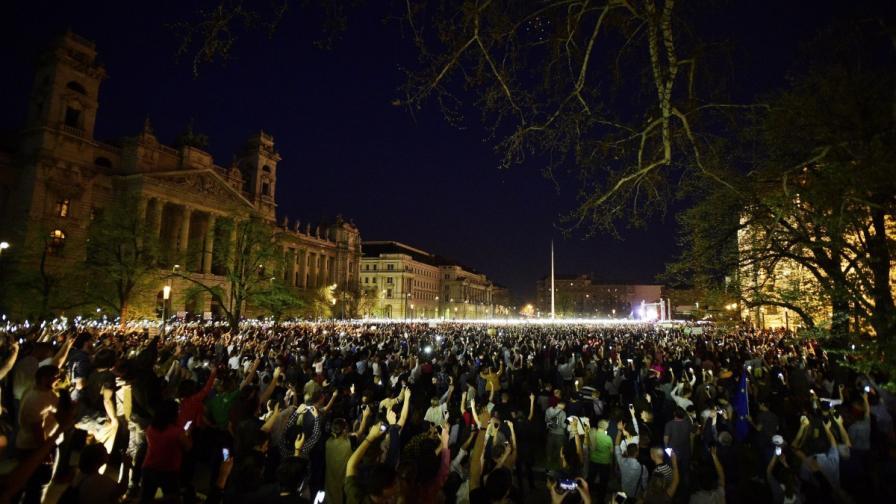 Десетки хиляди протестираха срещу Орбан в Будапеща