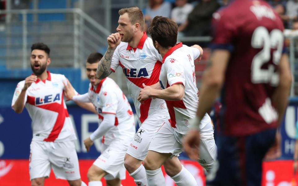 Алвес зареди втора поредна победа след минимален успех над Ейбар