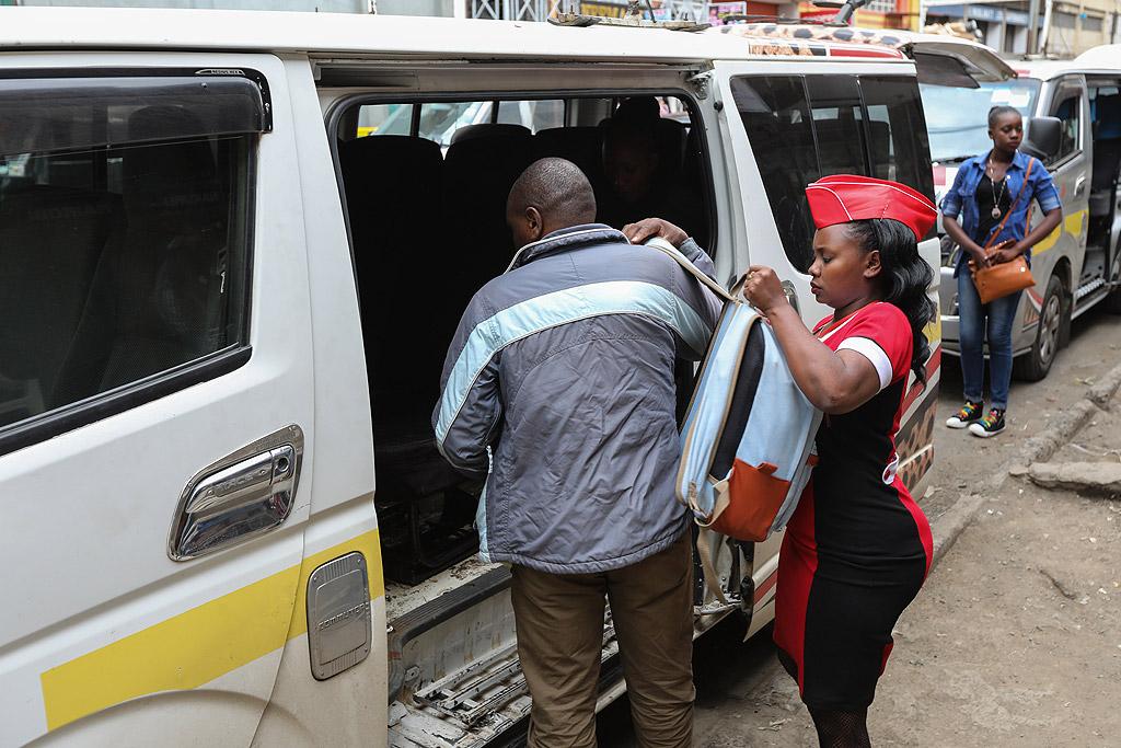 Точният брой на матуите, работещи в Найроби, е неизвестен, според министерството на транспорта в Кения 70% от 4.5 милиона пътници в града разчитат на тези микробуси, за да се придвижат в града.