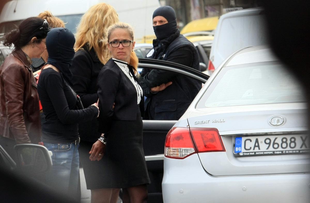 В ранния следобед стотици минувачи станаха свидетели на зрелищния арест в центъра на столицата.