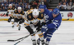 Бостън се доближи на победа от втория кръг в плейофите в НХЛ