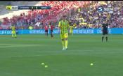 Феновете на Нант заляха терена с топки за тенис