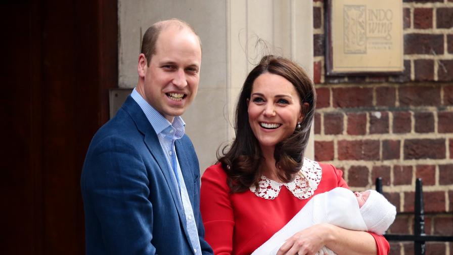 Херцозите на Кеймбридж малко след раждането на принц Луи