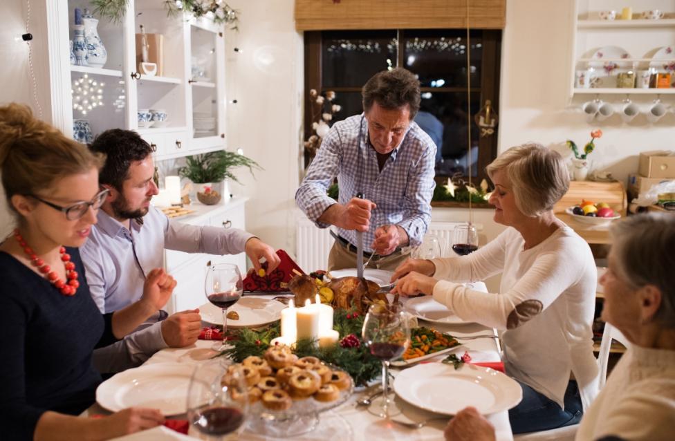 - Направете семейна традиция за събиране всяка седмица.