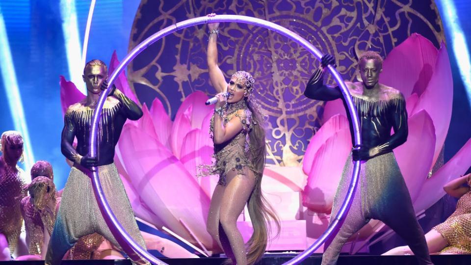 Дженифър Лопез с ефектно изпълнение на латино наградите на Билборд