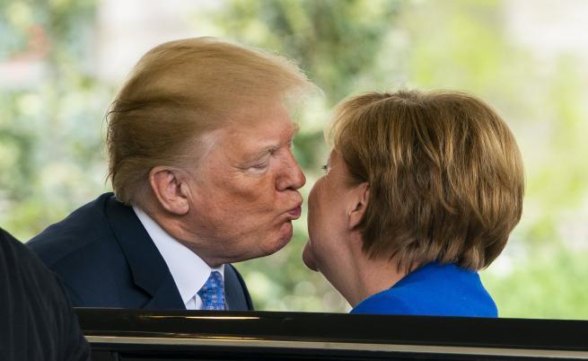 Ангела Меркел е на официално посещение в САЩ за разговори с президента Доналд Тръмп.