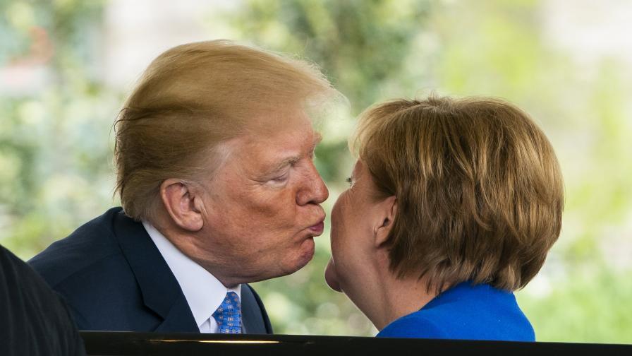 Тръмп разцелува Ангела Меркел, канцлерът критикува ядрената сделка с Иран