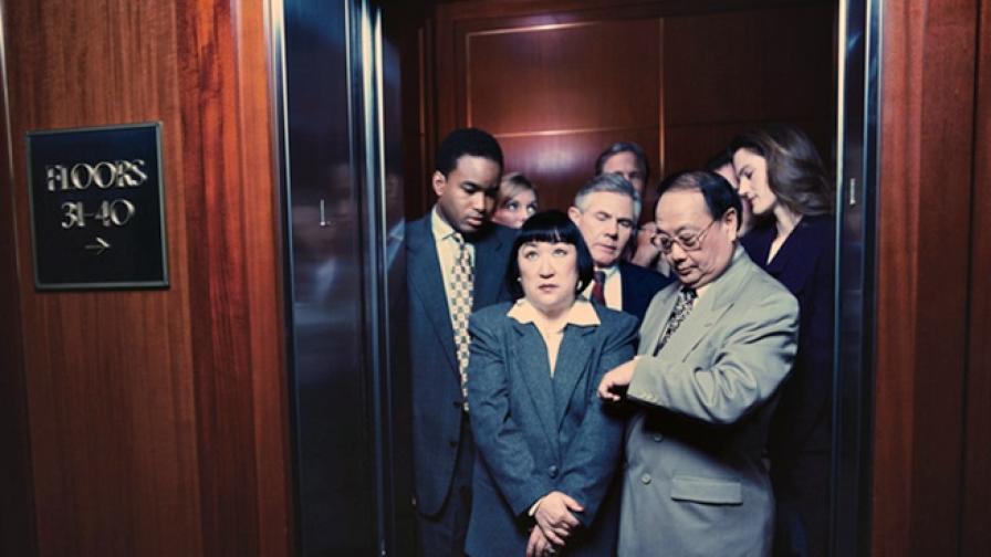 Защо в асансьорите има огледала