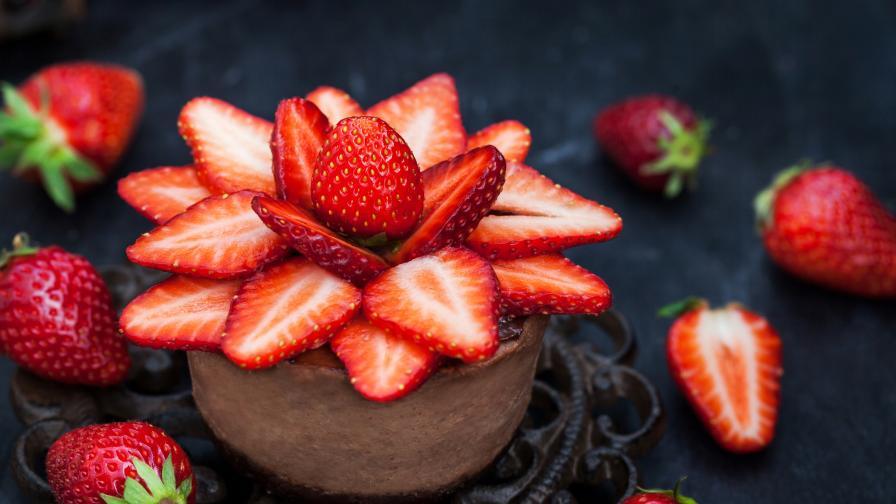 Ето защо всички обичат шоколад с ягоди - 3 рецепти