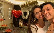 Йозил с изненада за рождения ден на годеницата си