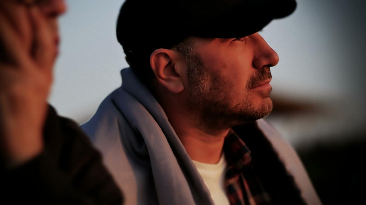 Стефан Вълдобрев - вокал, китара