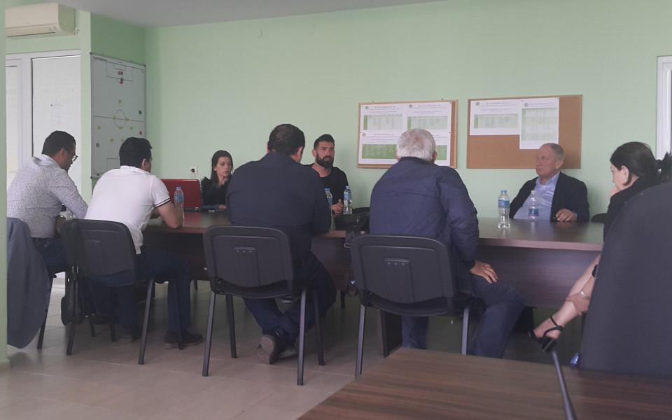 В Нефтохимик пак гласуваха доверие на Николай Тодоров
