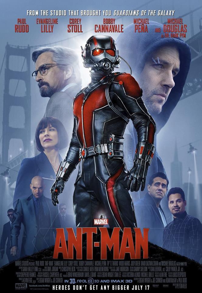 """7. Ant-Man / """"Ант-Мен"""" (2015) – След грандиозното, широкомащабно действие в """"Отмъстителите"""", Marvel направиха разумна крачка назад в този аспект и заложиха на проста и трогателна семейна тематика в """"Ант-Мен"""", комбинирана с повече шпионски тип екшън за сметка на огромни експлозии и падащи небостъргачи. Пол Ръд очарова в ролята на главния герой, докато безупречният Майкъл Дългас успешно придава авторитет и тежест на цялото действие."""