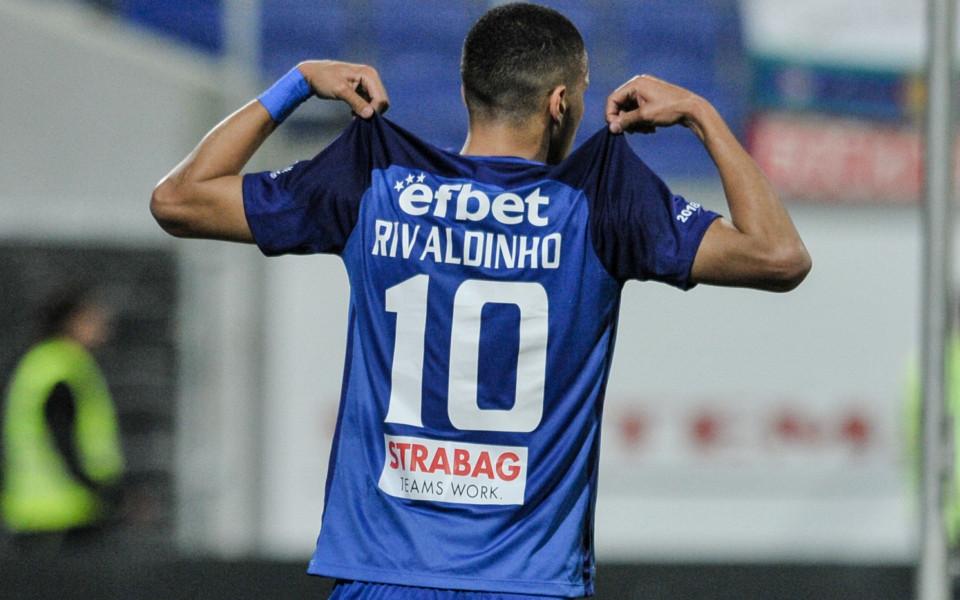 Левски не успя да продаде Ривалдиньо, но се отървава от него