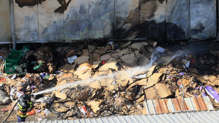 Собственичката на изгорелия склад: Пожарът е умишлен