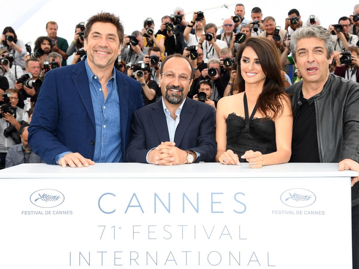 Пенелопе Крус и Хавиер Бардем, заедно с актьора Рикардо Дарин и режисьора Асгар Фархади