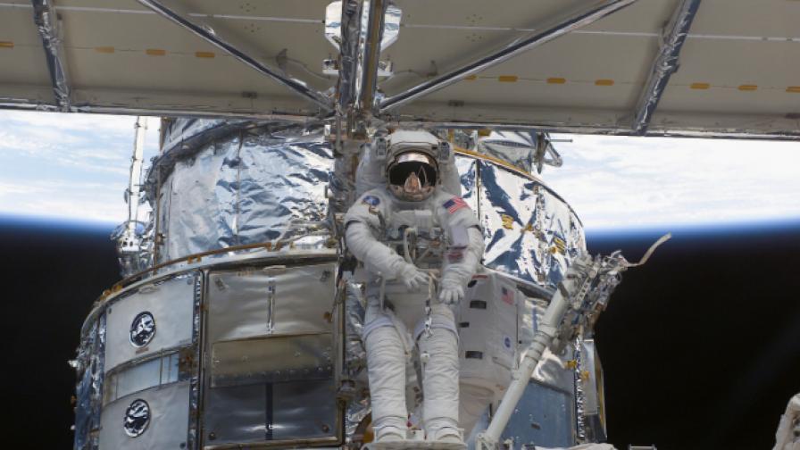 Астронавт от НАСА в България: В Космоса се хърка