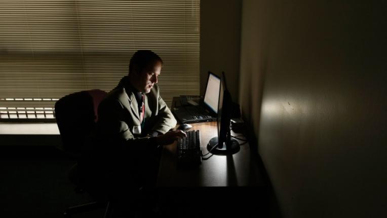 интернет измама мошеник прелъстяване