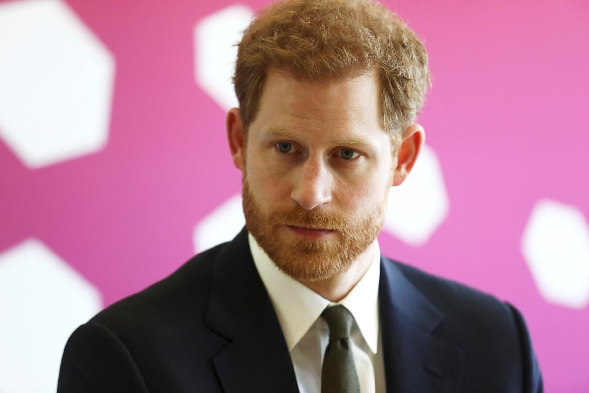 """В свое интервю пред вестник """"Телеграф"""" принц Хари признава, че след като е загубил майка си на 12-годишна възраст, в следващите 20 години множество пъти е бил пред пълен срив."""
