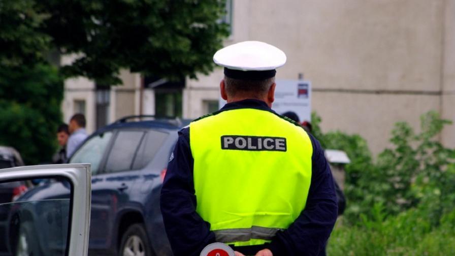 Арестуваха полицаи заради незаконна търговия с коли