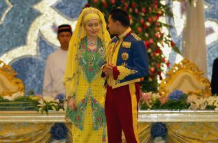 Бруней Даянгку Сара се омъжва за престолонаследника Ал Мухтаде Билах през 2004 г.