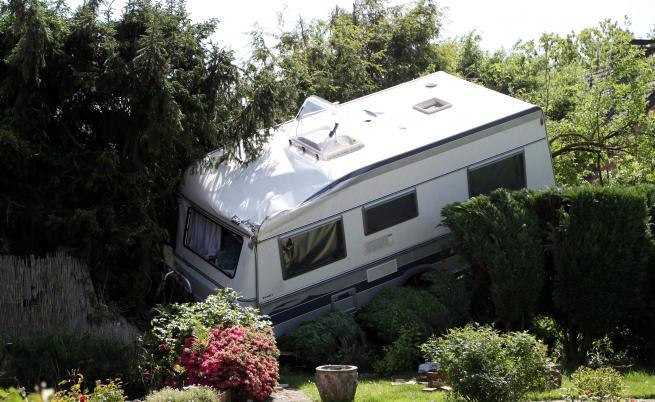 Страшно торнадо удари Западна Германия