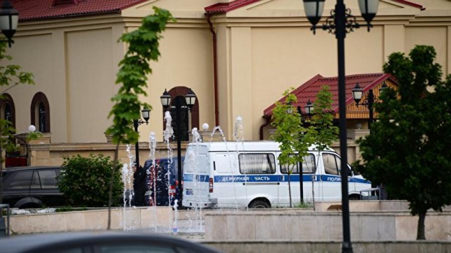 Нападение срещу църква в Грозни, убити са полицаи