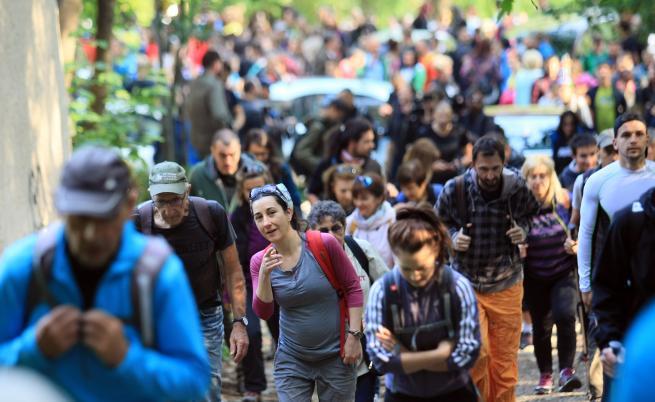 Много хора тръгнаха днес по стъпките на Боян Петров към Копитото