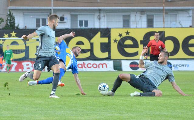 Левски победи Верея с 2:0 като гост и с това