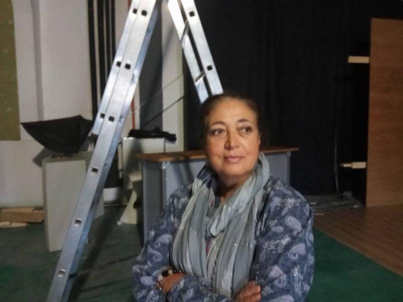 През май почина журналистката Цветелина Атанасова. Тя е родена в Бургас. От 1984 г. е журналист в БНТ. Автор е на повече от 100 документални филма. Участвала е в екологични мисии в ЮАР, Мозамбик, Кения, Тайланд, както и в ХІХ-та и ХХIII-та Антарктически експедиции. Носител е на престижни награди от кинофестивали в България и чужбина, както и на отличие за цялостен принос в опазването на Черно море на Програмата на ООН за развитие.