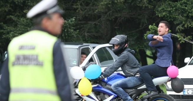 КАТ започва масови проверки по пътищата в настъпващия абитуриентски сезон.