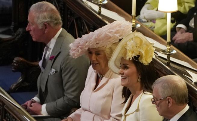 Ето защо британките носят тези глупави шапки (снимки)