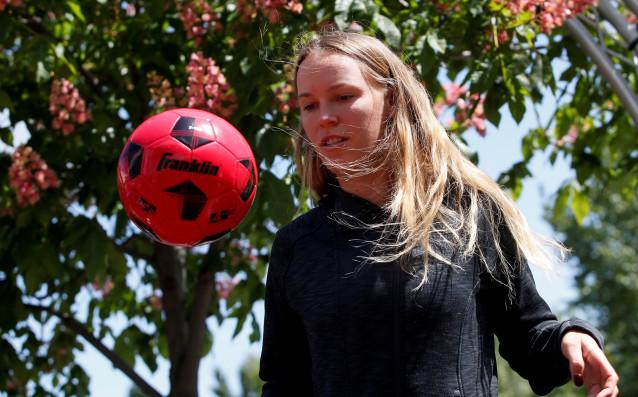 Датската тенисистка Каролине Возняцки, която е запален фен на Ливърпул,