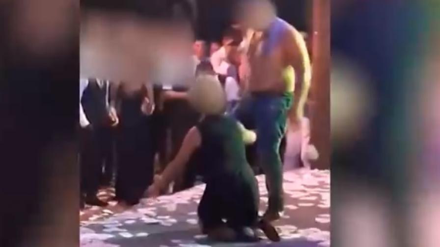 Учителка в мръсен танц на абитуриентски бал