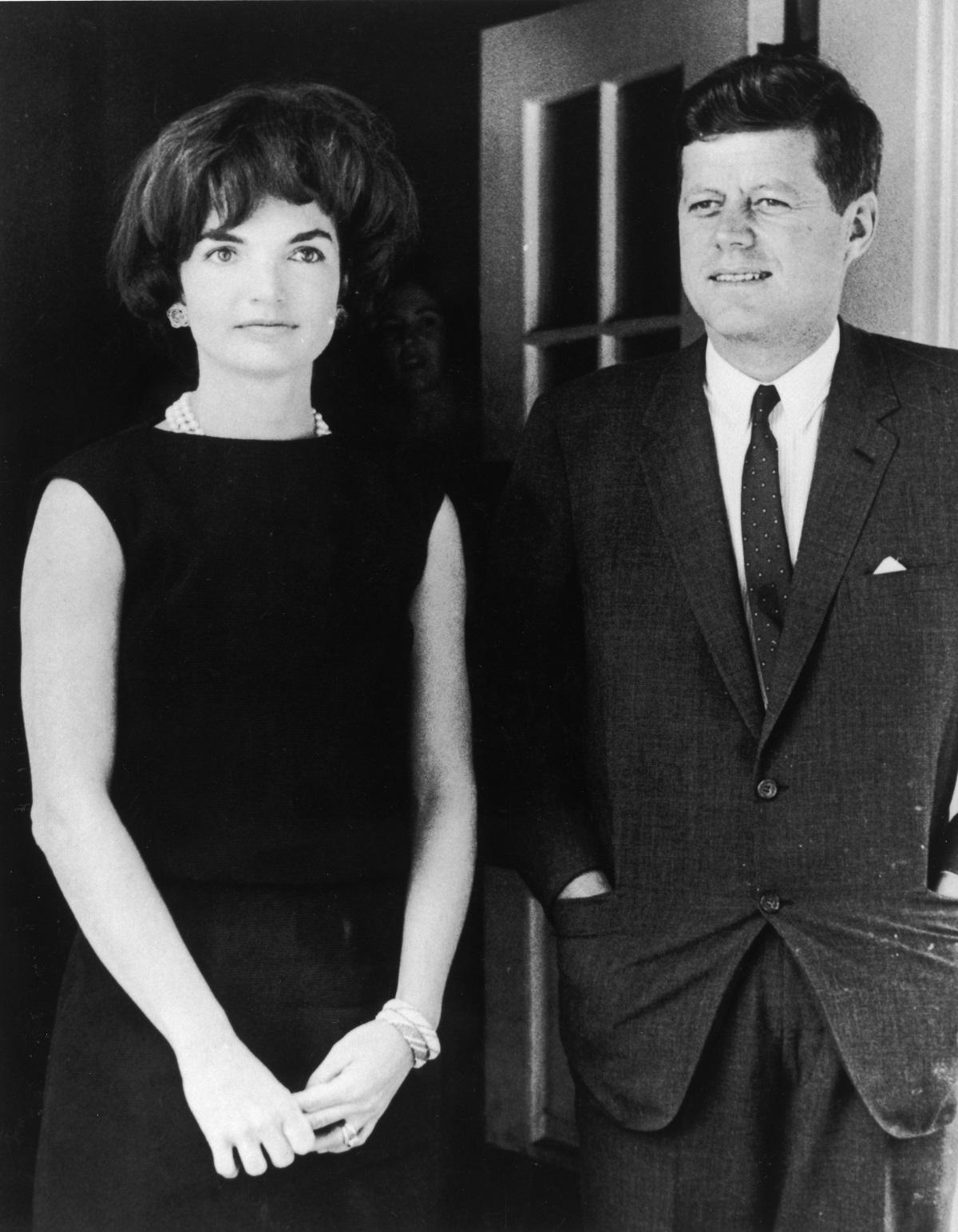 3. Президентът Джон Кенеди и съпругата му Джаки се срещат с кралица Елизабет и принц Филип в Бъкингамския дворец през 1961 г. Елизабет е 35-годишна.