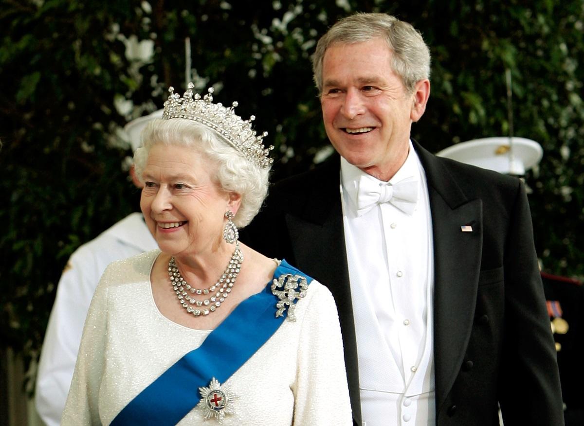 8. През 2007 г. в Белия дом Джордж Буш посреща британската кралица.