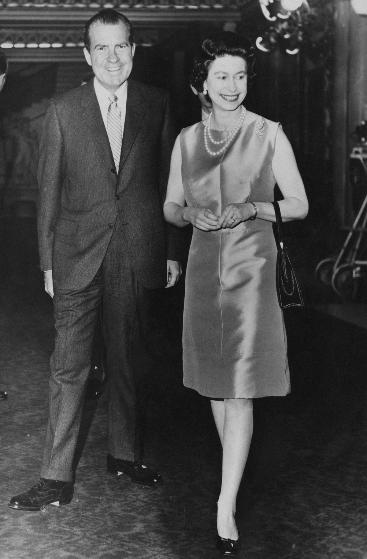 4. Ричард Никсънепрезидент на САЩот1969до1974г.Никсън е известен със своята външна политика, особено спрямоСъветския съюзиКитай, както и с това, че слага край наВиетнамската война. Среща се с кралица Елизабет през 1970 г.