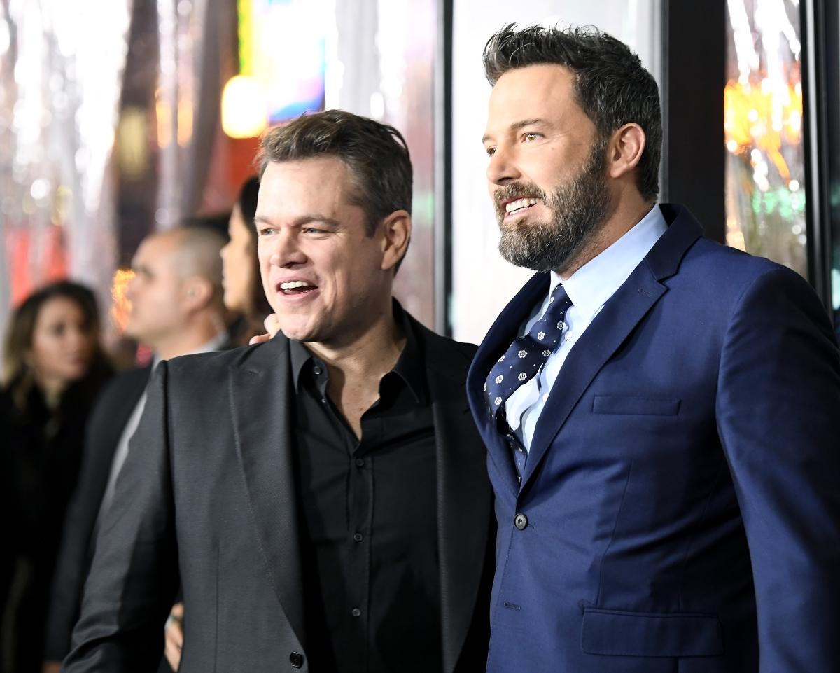 Най-легенадрният броманс на Холивуд е този на Мат Деймън и Бен Афлек. те са заедно от детските си години и са живяли заедно в Италия, където първо си наемат къща, но парите им бързо свършват и се налага да излязат на квартира.