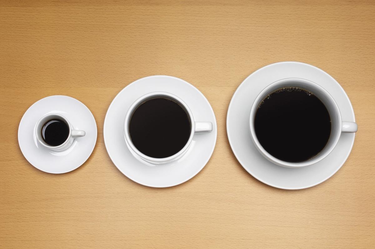 Кафето. Да, изглежда, като нещо, което може да ни ободри и да ни даде енергия. но... също така е диуретик. Така че ако не искате вместо с половинката, да сте сами на фаянсовия трон - по-леко с кафето.