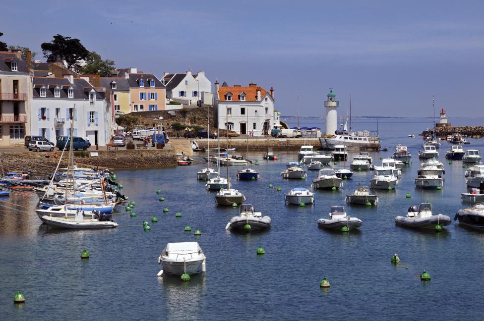 - Бел-Ил ан Мер, Франция - разположена точно до крайбрежието на Бретан в северозападна Франция, тази дестинация е известна със своите девствени плажове...