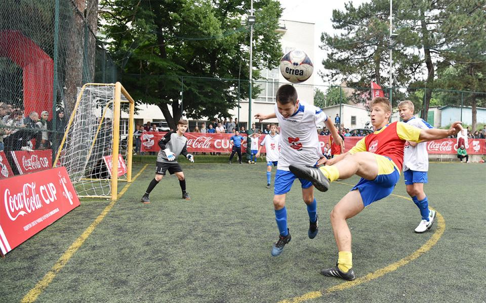 Най-добрият ученически отбор в България става ясен тази неделя