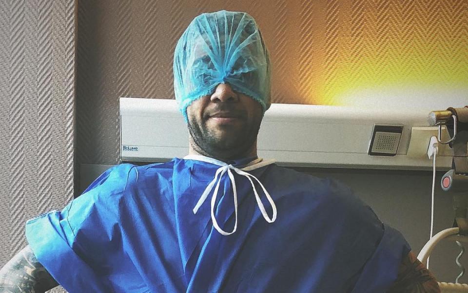 Дани Алвеш претърпя успешна операция