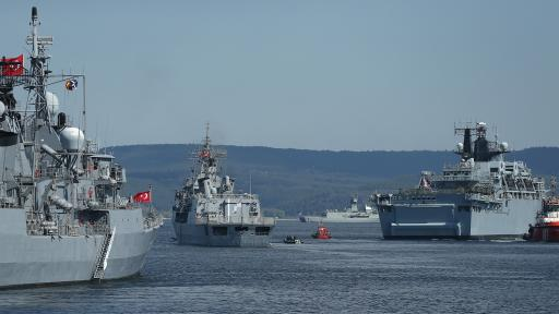 Ескалация, Турция обкръжи Кипър с военни кораби и подводници