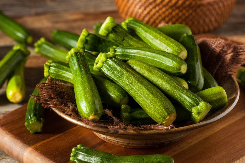 <p>Варени тиквички, чушки, артишок, къдраво зеле, броколи представляват елемент на варените сезонни зеленчуци</p>