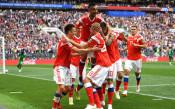 Следи с Gong.bg: Русия поведе в мача на откриването