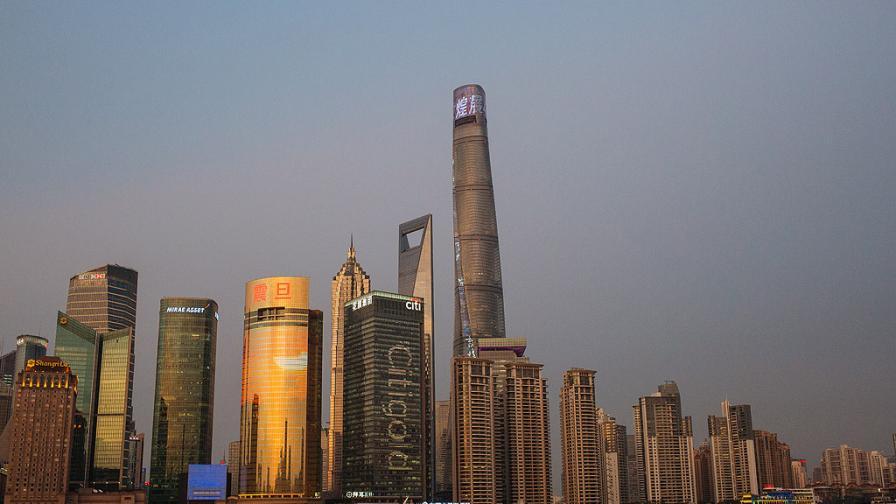 В Китай преместиха пететажна сграда (видео)