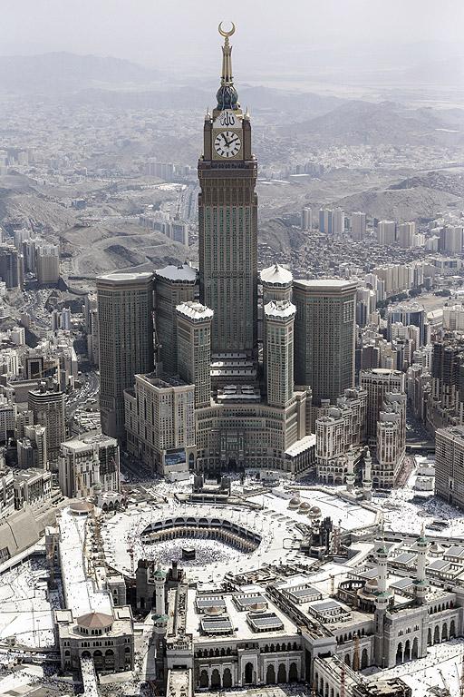 Часовникова кула Abraj Al-Bait, Мека, Саудитска Арабия – 600 метра. Кулата е разположена на място, което е само на 165 крачки от най-свещения район на Казаба, заобиколен от най-голямата джамия в света - Masjid al-Ḥaram (Голямата джамия).